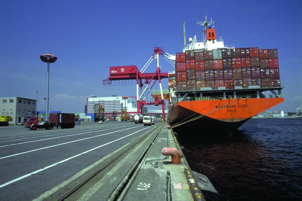 competition level between shanghai port and