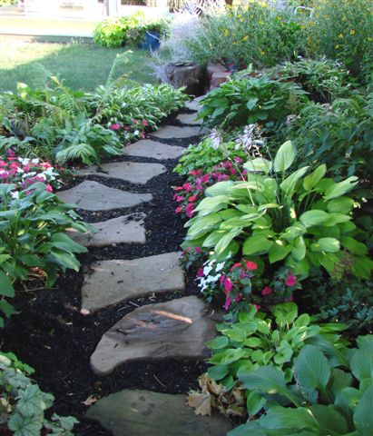 Reasons for selecting stepping stones for garden path for Stone stepping stones for garden paths