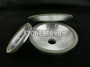 Resin bonded diamond grinding wheels for resharpening carbide tools