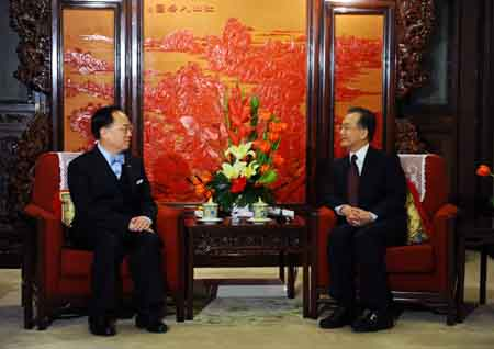 Chinese Premier stresses Hong Kong s economic stability